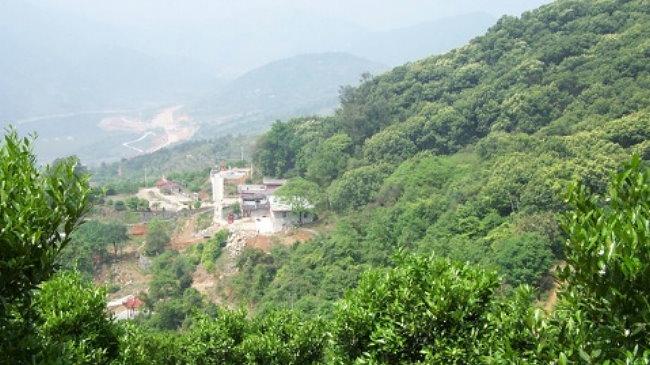 山地方,为本境神庙,主祀观音菩萨.寺内墙上有民国初年的壁画,保